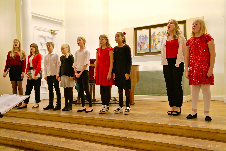 Barn och Ungdomsensemblen sjunger på onsdagar