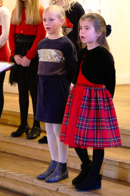 Greta och Natalie sjunger i Astrid Lindgren gruppen