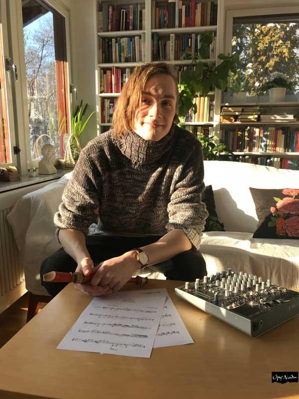 Gustav undervisar även i piano