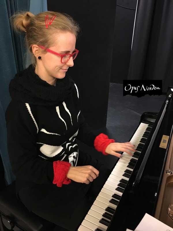 Silja är ett fyrverkeri både privat och bak pianot