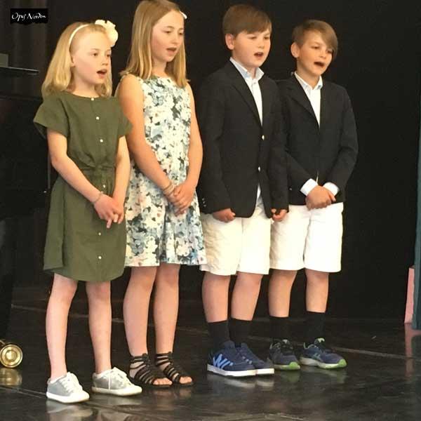 Harald undervisar elever som skall in på musikklasser