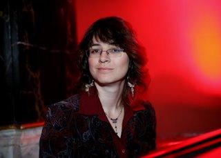 Irina Mogilevsky vid pianoet.jpg